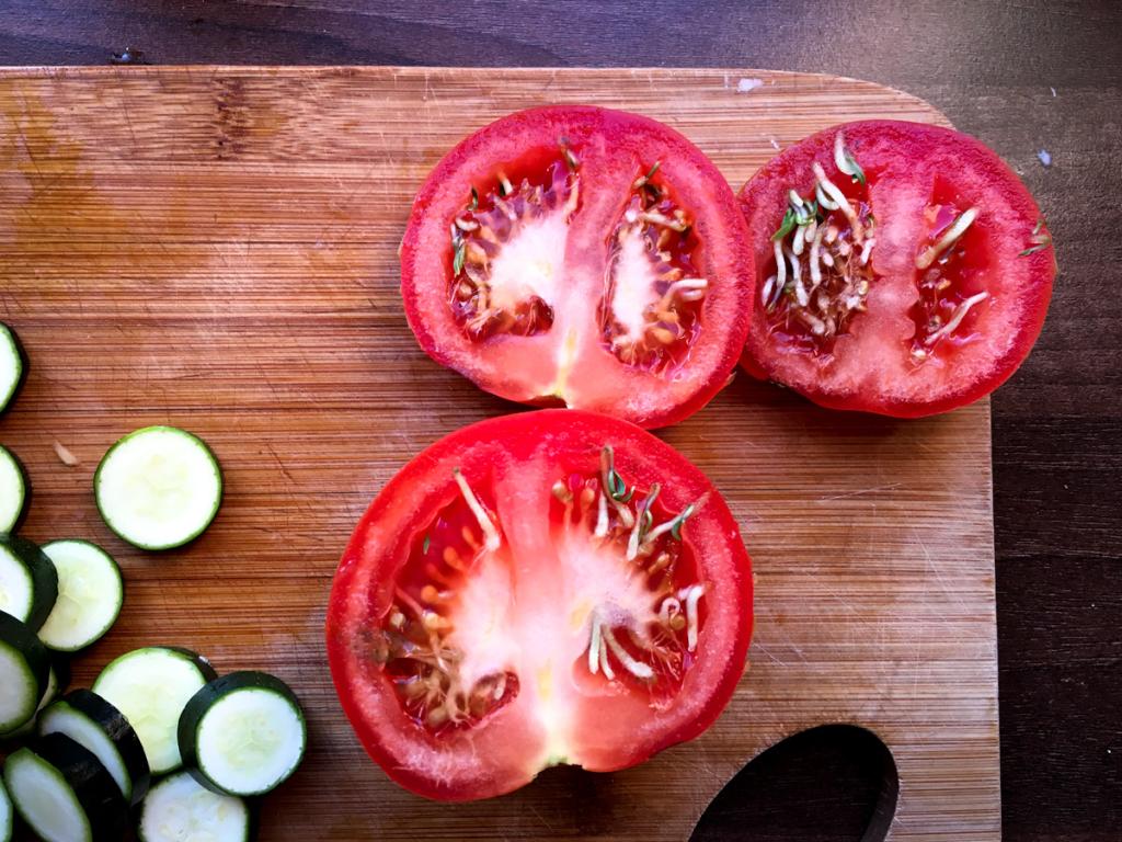 Krájel jsem rajče k masu